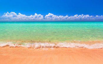 Traumhafter Strand am karibischen Meer in Playa del Carmen, Mexiko