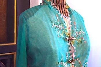 プラナカン女性の服の画像