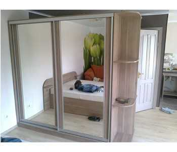 Шкаф-купе Versal с угловыми полками двери зеркало