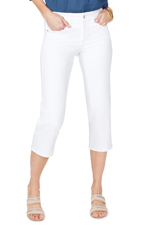 white capri pants for women over 40 | 40plusstye.com