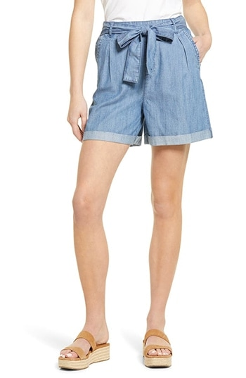 Caslon Belted Cuffed Chambray Shorts | 40plusstyle.com