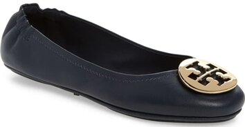 How to wear flat shoes - Tory Burch ballet flat | 40plusstyle.com