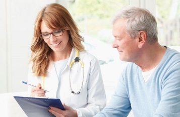 Beratung durch Fachpflegekräfte des ambulanten Pflegedienstes A Casa Pflegeservice in München Süden