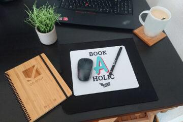 Do-Book mit Bambusdeckeln auf Schreibtisch