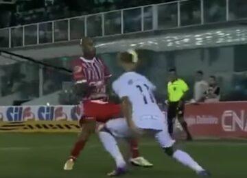 Neymar Bounces Ball Over Defender