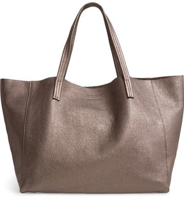 Gift ideas for women - a tote | 40plusstyle.com