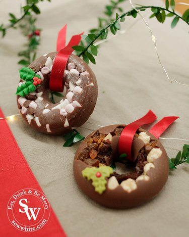 Mini chocolate wreaths perfect for stocking fillers from the gourmet chocolate pizza company. In the Top 5 Food Gifts for Christmas 2019