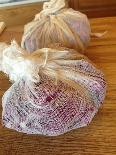 ASimpleHomestead.com - red cabbage dyeing