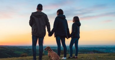 family together overlooking hills| How to bring country and city together