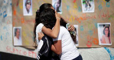 População de Suzano homenageia vítimas um ano após massacre em escola