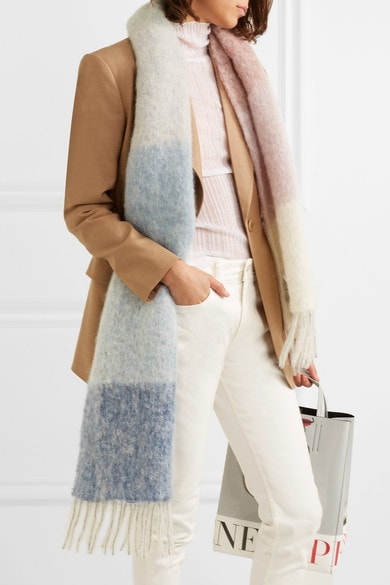 Knitted scarf with pastel tones | 40plusstyle.com