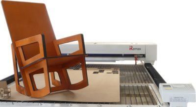 «Mon Siège à Moi» investit dans la découpe laser pour la fabrication de ses fauteuils sur mesure à Montaigu-Vendée