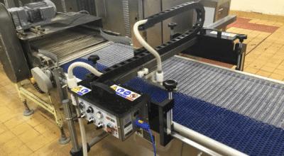 Nettoyage vapeur des tapis de convoyeur en industrie agroalimentaire JET-SYSTEM-KHD-act-nettoyage tapis convoyeur
