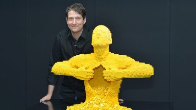 Image: Lego Artist Nathan Sawaya with Yellow man