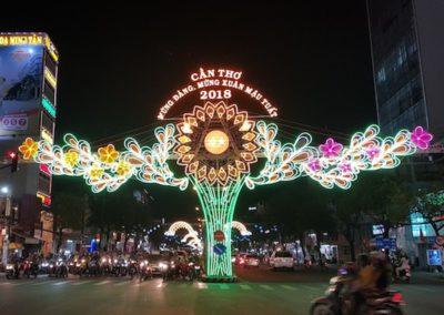 trang trí đèn đường quảng cáo hoàng gia