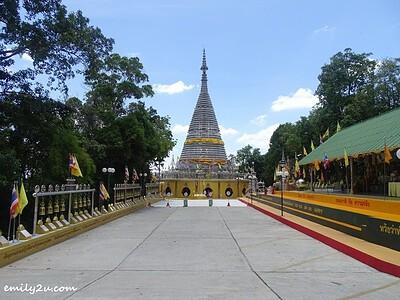 Phra Maha Chedi Tripob Trimongkol (Stainless Steel Temple) in Hat Yai
