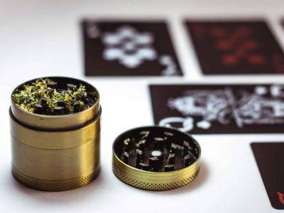 Cannabis Çawa Karûbarên Xwe Destek Dikarin?