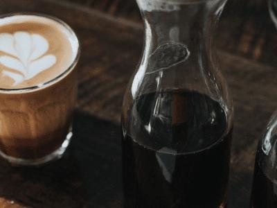 Heke dibe ku hûn cBD bi caffeine re hev bikin? Ev çi ye ku Lêkolînê nîşan dide