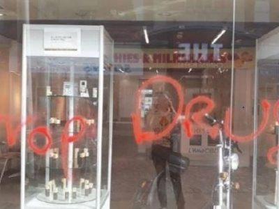 Anti-drugs Burgerwachten Vernietigen CBD-voedingssupplementwinkel In Het Verenigd Koninkrijk