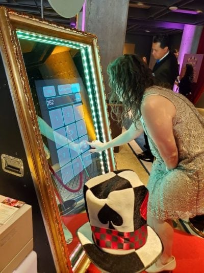 Creative-hotel-van-zandt-mirror-photo-booth-funfunparty