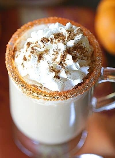It's Pumpkin Spice Latte season. How about a boozy twist to the favorite fall pumpkin drink? Raise a mug to this delicious Drunken Pumpkin Spiced Latte. This spiked pumpkin spice latte drink is the perfect adult fall drink.