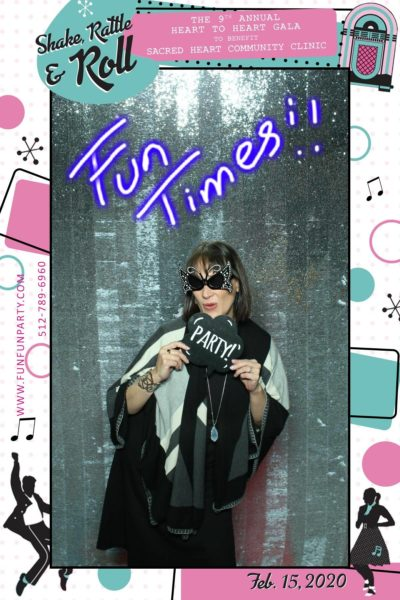 Annual-heart-round-rock-mirror-photo-booth-funfunparty