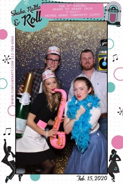 Gala-heart-round-rock-mirror-photo-booth-funfunparty