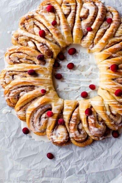 cinnamon-roll-wreath
