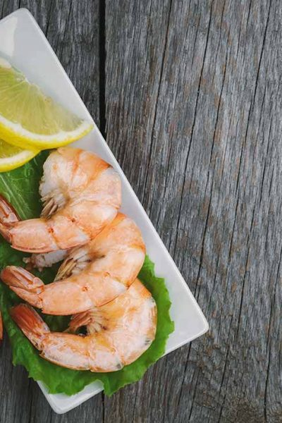 Shrimp on a plate with lemon - Shrimp Sizes and Counts Per Pound