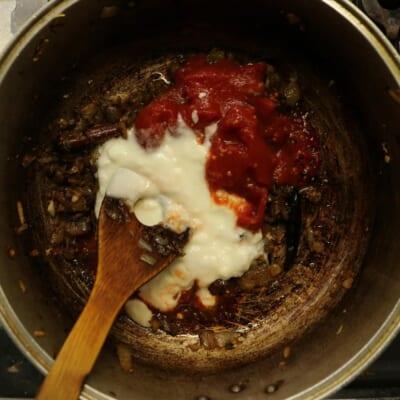 チャナマサラ、トマトとプレーンヨーグルト追加