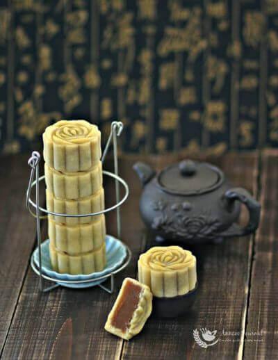Taiwanese Style Lotus Mooncakes 台式莲蓉月饼