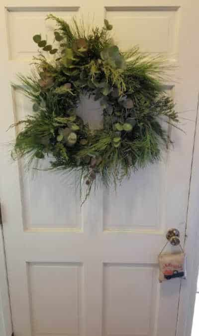 how to make an evergreen wreath like the one hanging on this white door