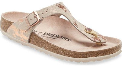 Shoes with arch support - Birkenstock Gizeh Flip Flop | 40plusstyle.com