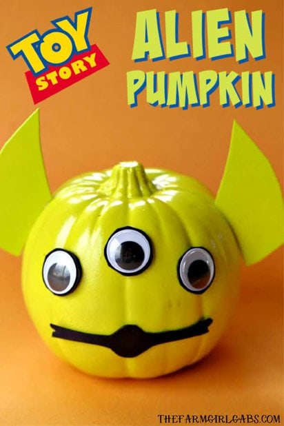 Oooooh......pumpkins! This Toy Story Alien Pumpkin is a fun Halloween no-carve pumpkin craft. It will be a hit with the kids and Andy's toys. #ToyStory #Pumpkin #HalloweenCraft #HalloweenDecor #Disney #DisneyCraft #ToyStoryLand #WaltDisneyWorld