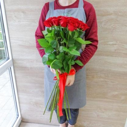 15 высоких роз 80 см