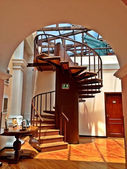Hotel Patio Andaluz Quito - escadas