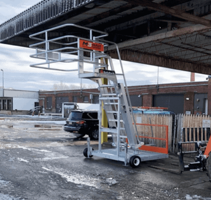 A Mobile Access Platform with A Maui Safety Cage.