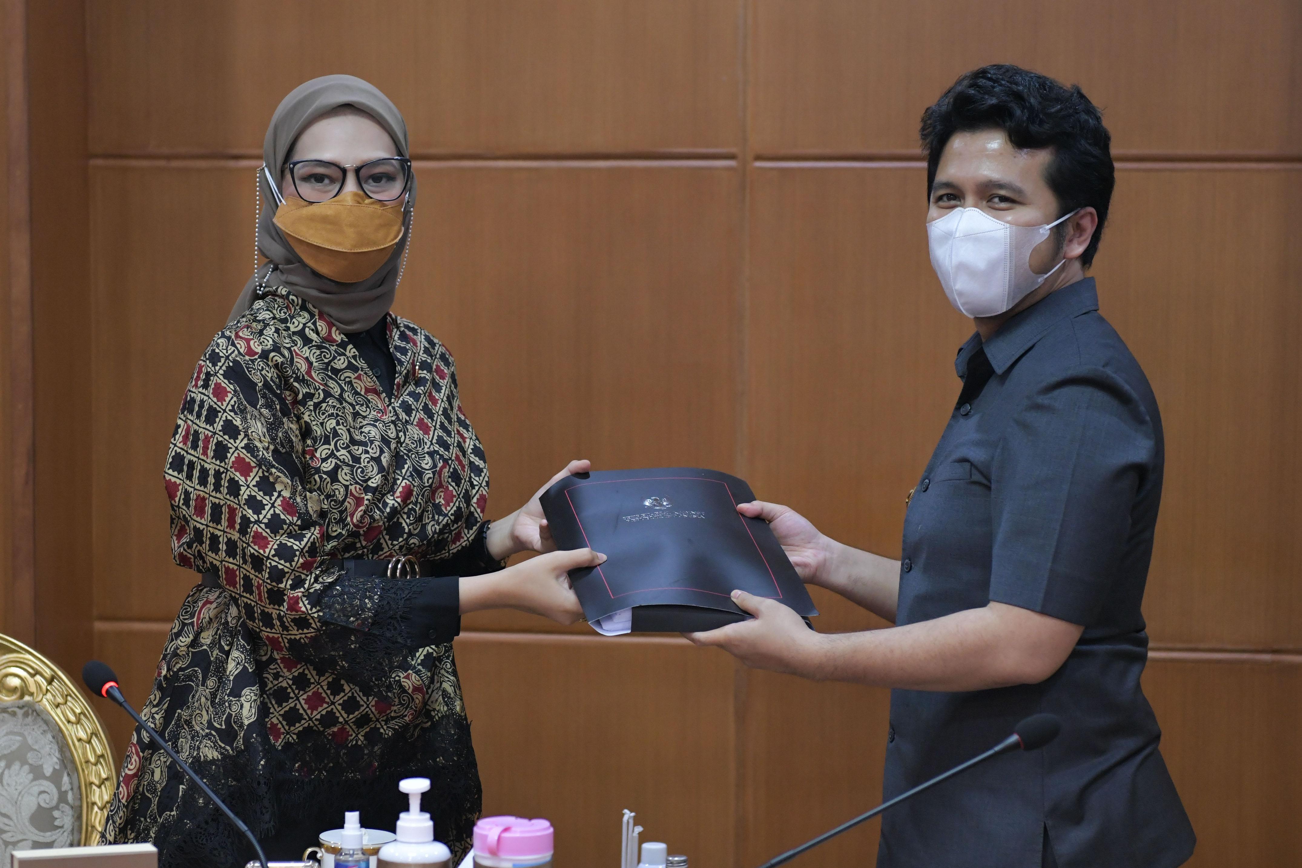 Stafsus Presiden Angkie Yudistia bertemu dengan Wagub Jatim Emil Dardak