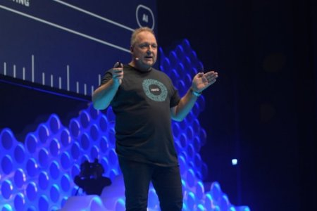 rod-drury-on-stage-at-xerocon