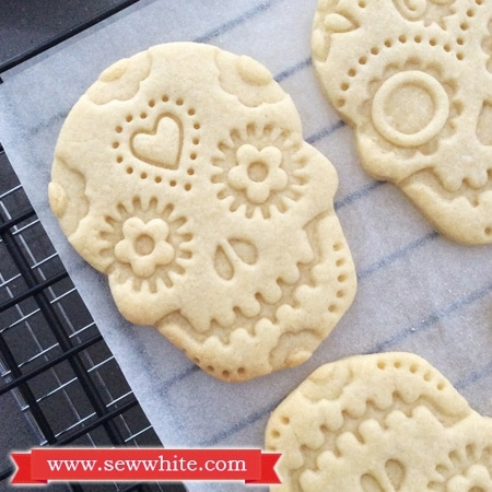 the finished Day of the Dead biscuits made with my basic vanilla bsicuit recipe