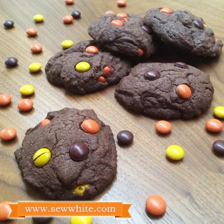 Sew White chocolate and peanut butter cookies recipe 1