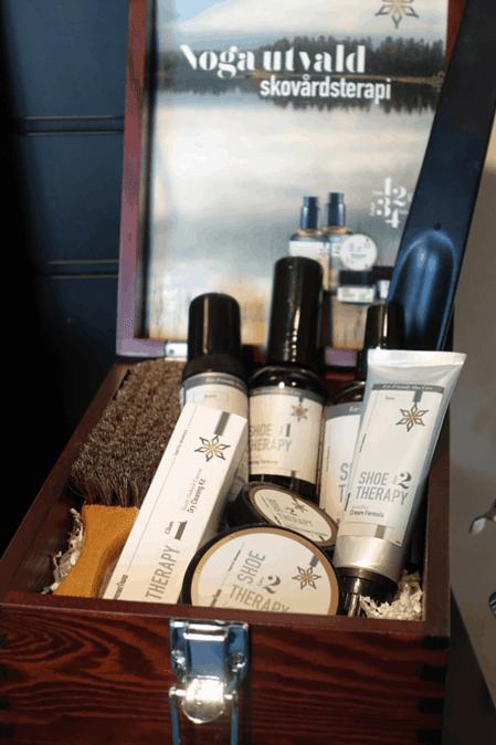 Skovårdslåda med produkter från serien.