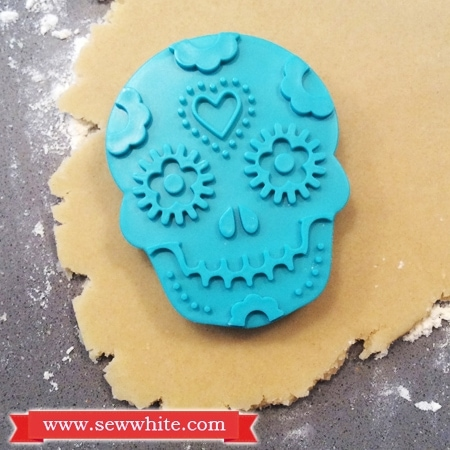 mexican skull biscuit
