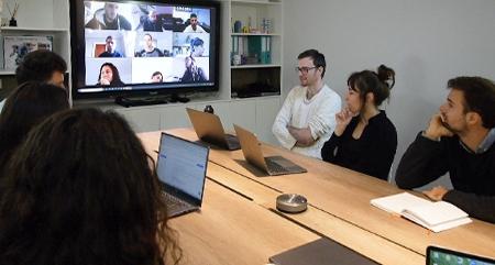 micro sans fil visioconférence salle de réunion
