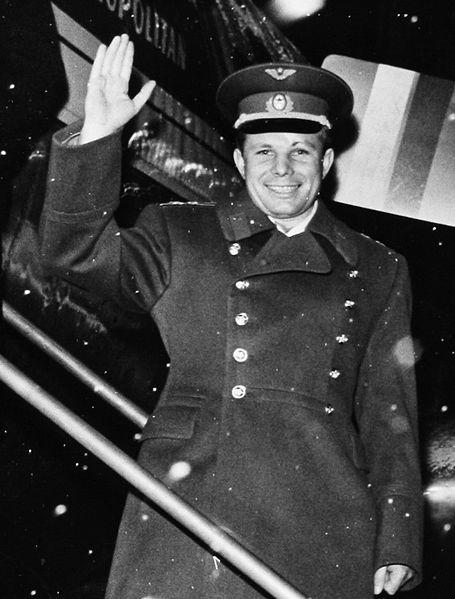 yuri_gagarin_in_sweden_1964_cropped