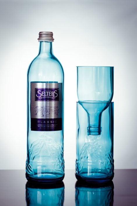 Reinkarnation einer blauen Flasche