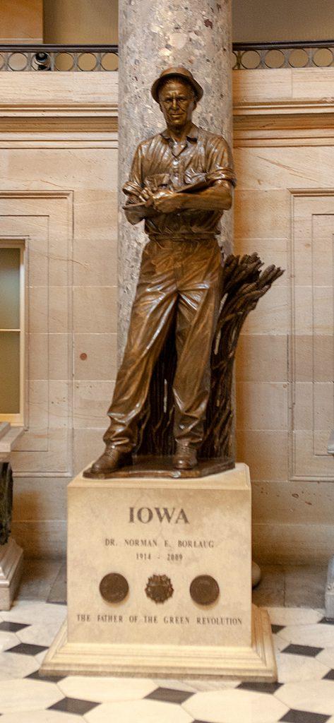 Statue von Dr. Norman E. Borlaug