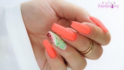 letni manicure hybrydowy