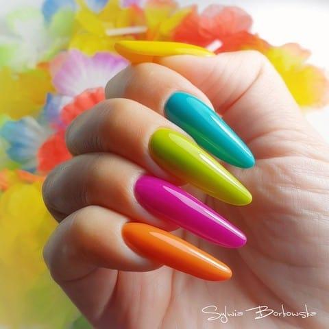 kolorowe neonowe paznokcie