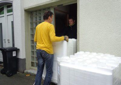 Anlieferung des HOWI-Deckensystems durch die Haustür